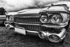 在黑白样式的老美国汽车 免版税库存照片