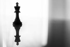 在黑白照片的国王棋子 库存照片