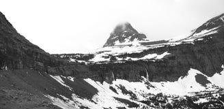在黑白照片的摇石通行证 免版税图库摄影