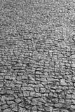 在黑白的传统鹅卵石地板街道细节 免版税图库摄影