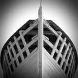 在黑白的小船骨骼 免版税图库摄影