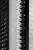 在黑白的抽象建筑片段 免版税库存图片