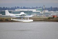 在水的两栖航行器着陆 库存照片