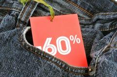 在- 60%的价牌在口袋的牛仔裤 免版税库存照片