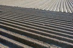 在水洪水的农业棕色泥土壤领域 免版税库存照片