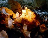 在洞的冰钟乳石 免版税库存图片