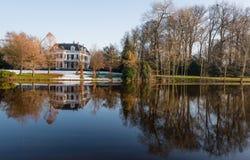 在水的历史的庄园冬天 免版税库存图片