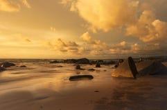 在水的反射在日落时间 库存照片