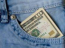 在他的口袋牛仔裤的$ 10 免版税图库摄影