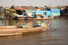 在水的小船与一把舒适的扶手椅子 免版税库存照片