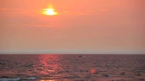 在水的小船在日落 股票录像