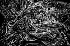 在水的抽象纹理墨水在黑白颜色 库存照片