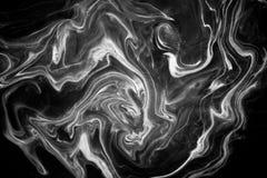 在水的抽象纹理墨水在黑白颜色 免版税库存图片