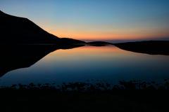 在水的日落 免版税库存照片