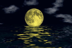 在水的月亮 库存图片