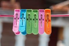 在绳索的服装扣子 免版税库存照片