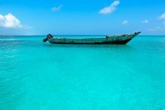 在水的木小船 免版税库存图片
