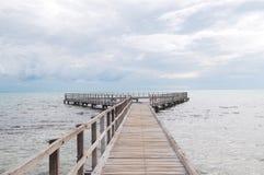 在水的木板走道在鲨鱼湾 免版税库存图片