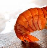 在轻的木背景的开胃煮沸的龙虾 图库摄影
