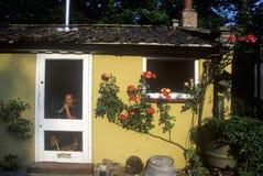 在他的村庄的Gameskeeper, Thetford,英国 免版税库存照片