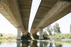 在水的桥梁 库存照片