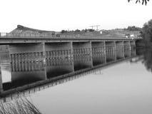 在水的桥梁 库存图片