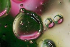 在水的油泡影 免版税图库摄影
