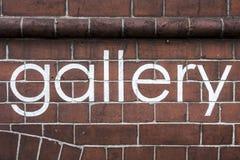 在整洁的油漆写的词`画廊`,在墙壁 免版税库存图片