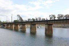 在水的火车桥梁 库存照片
