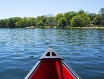 在水的独木舟 免版税图库摄影