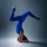 在头的瑜伽 免版税库存图片