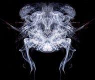 在黑#4的白色烟 库存图片