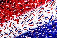 在水滴的红色白色蓝色-上色背景 免版税图库摄影