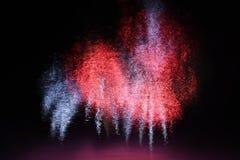 在水的美丽的五颜六色的烟花 布尔诺水坝 国际烟花竞争Ignis Brunensis 布尔诺-捷克-欧元 库存图片