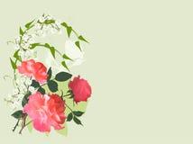 在轻的背景和小花隔绝的玫瑰 免版税库存照片