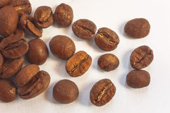 在轻的背景的咖啡豆 看法上面  库存照片