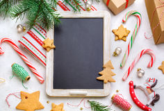 在轻的背景的圣诞节装饰 免版税库存图片