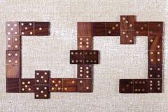 在轻的背景的抽象木多米诺 免版税库存照片