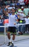 在他的胜利第三次回合比赛以后的职业网球球员大卫・费雷尔在反对米哈伊尔・库库什金的美国公开赛2013年 免版税图库摄影