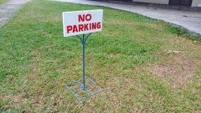 在死的草的禁止停车 免版税库存照片
