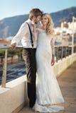 在他们的蜜月期间的年轻婚姻夫妇 免版税库存照片