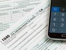 在2014的计算器app智能手机形式1040 免版税库存照片