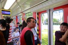 在轻的路轨火车隔间的人群 库存图片