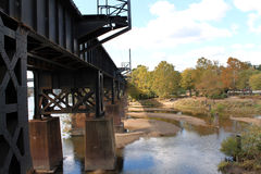 在水的铁路桥梁 图库摄影