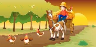 在他的去农场的推车的人骑马 免版税图库摄影