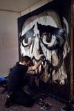 在他的Audiopaint表现期间,朱利奥Masieri,画一张哀伤的面孔 库存图片
