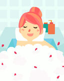 在浴盆温泉的逗人喜爱的妇女浴 皇族释放例证