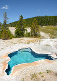 在黄石国家公园的蓝星温泉 库存图片