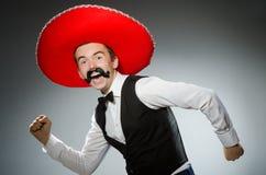 在滑稽的概念的人佩带的阔边帽帽子 免版税库存照片