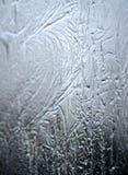 在冻窗口的冰冷的样式 免版税库存照片